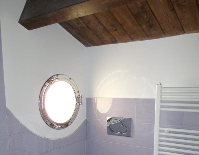 bagno con tetto in legno  pasionwe, Disegni interni